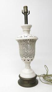 Vintage-Mid-Century-Hollywood-Regency-White-Ceramic-Urn-Lattice-Floral-Lamp