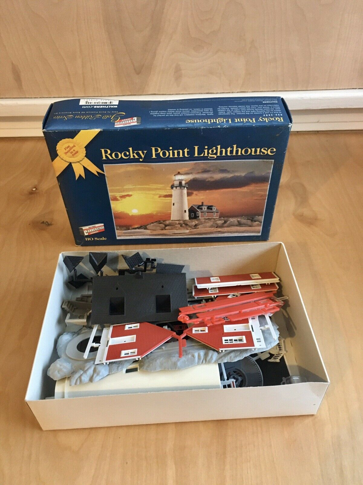 HO Scale Rocky Point Lighthouse Walthers Cornstone Series  9333603 PreOwned
