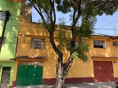 Casa en venta con 4 departamentos para vivir de sus rentas