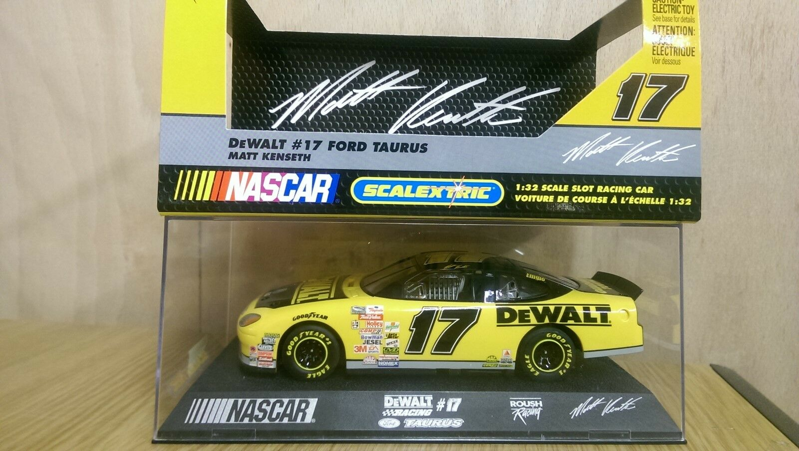 SCALEXTRIC C2372 Ford Taurus No.17 DeWalt Matt Kenseth