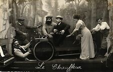 Auto, Automobil, Personen in einem Auto auf einer Bühne, Klavier, um 1910