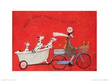 Sam Toft Print Hugs On The Way Home Framed Pale Wood Finish 30x40cm
