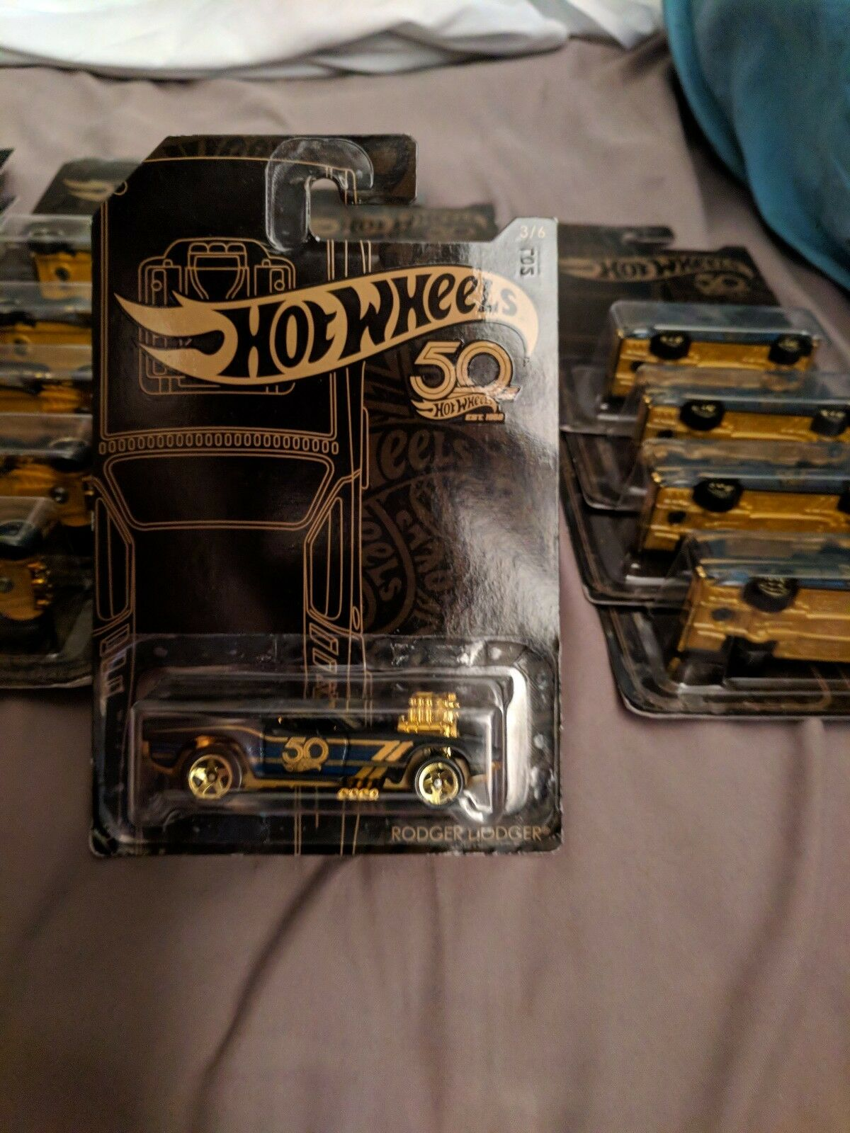 (mis à jour) HOT WHEELS 2018 50th ANNIVERSAIRE noir et or 7 Ensembles de 6 disponible.