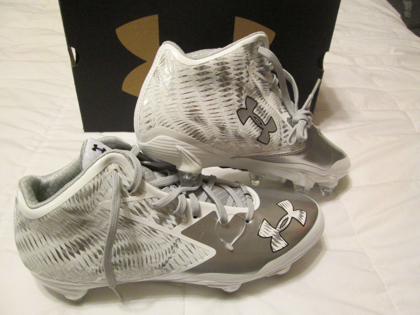 BRAND NEW Mens UNDER ARMOUR Football Cleats Slvr/Wht 11