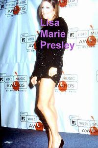 LISA-MARIE-PRESLEY-SEXY-LEGGY-MINI-SKIRT-VIDEO-MUSIC-AWARDS-ELVIS-PHOTO-CANDID