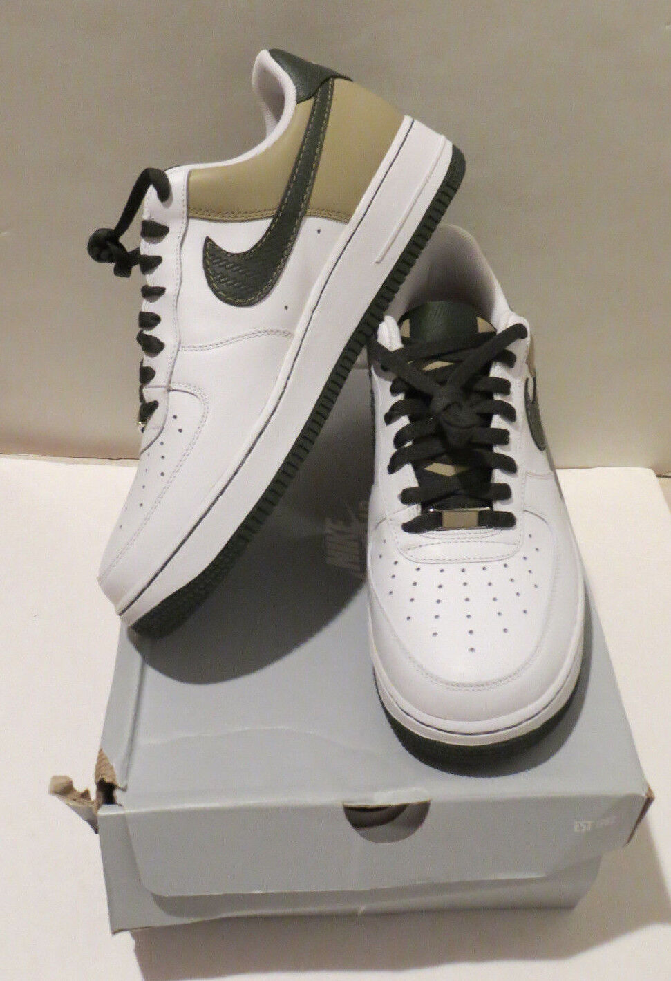 MENS NEW IN BOX NIKE AIR FORCE 1 '07 WHITE/DARK ARMY/TWEED SIZE 10.5