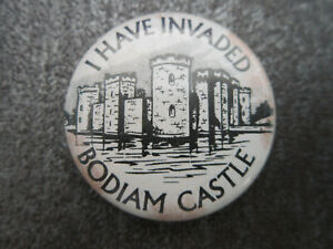 Bodiam-Castle-Pin-Badge-Button-L8B