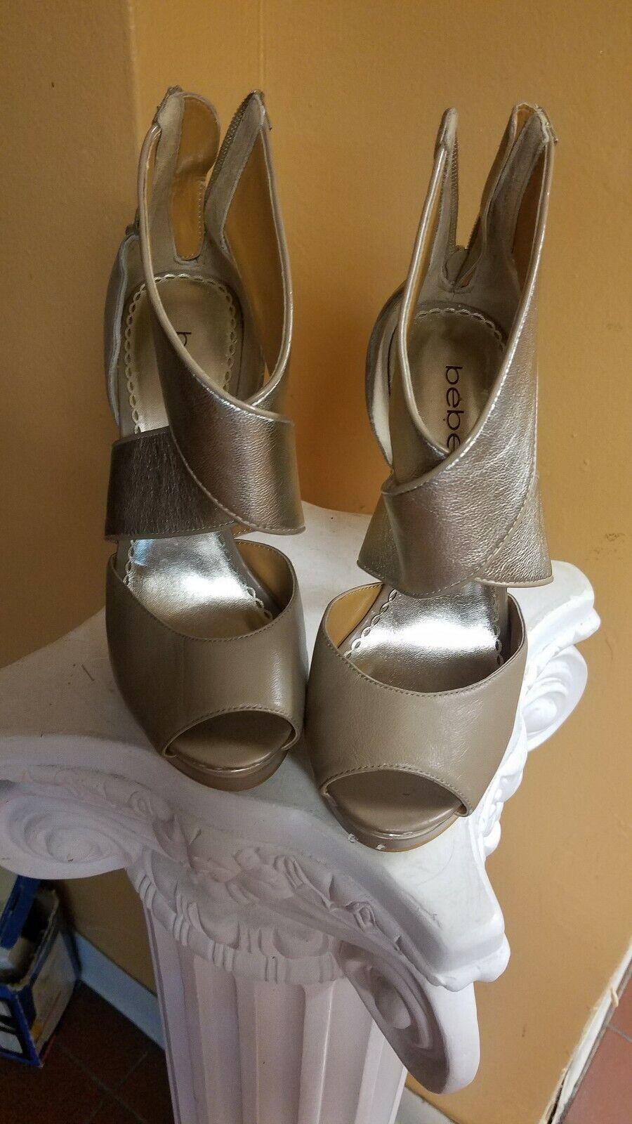 Bebe -skor storlek 7 beige och guld och guld guld guld och guld klackskovel  bästa service