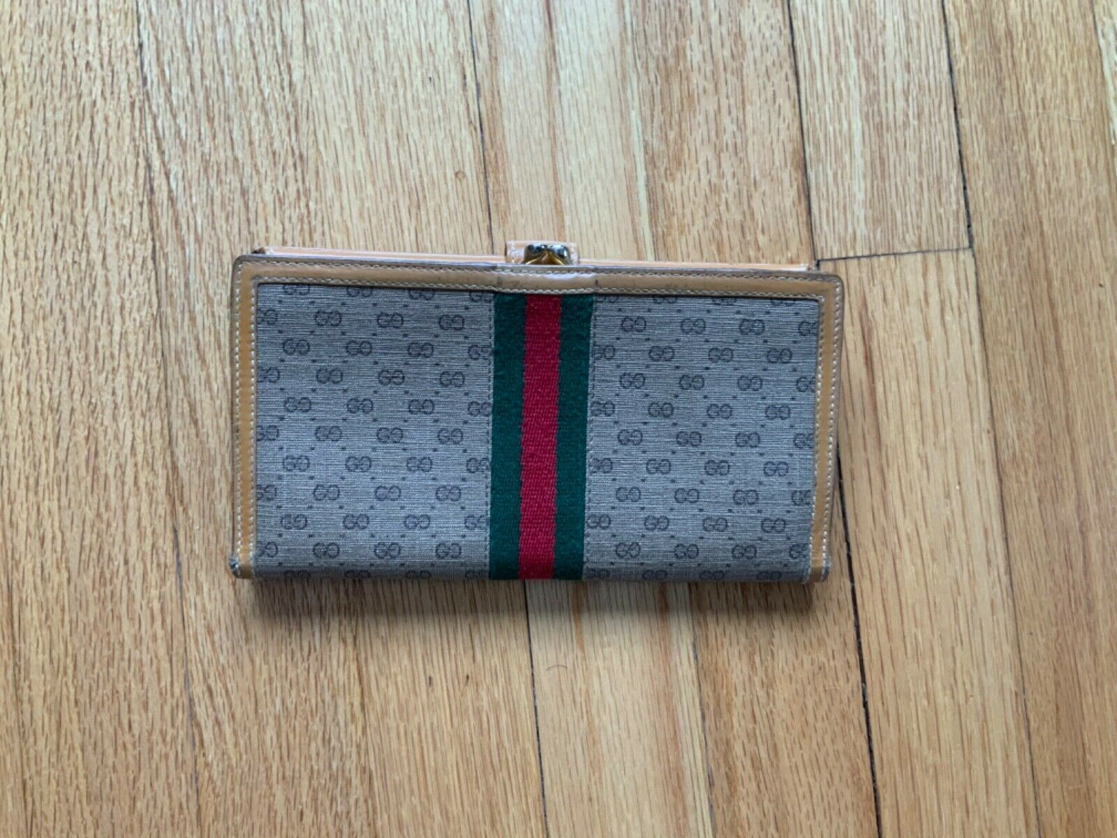 Authentic Vintage Gucci Leather Check Wallet - Cl… - image 2