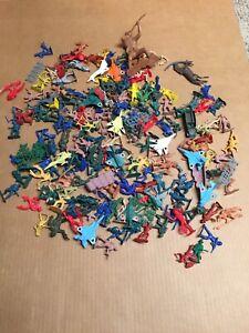 Vtg-Cowboys-amp-Indians-Plastic-Army-Men-Planes-Style-Toys-Lot-of-Multi-Color-AR25