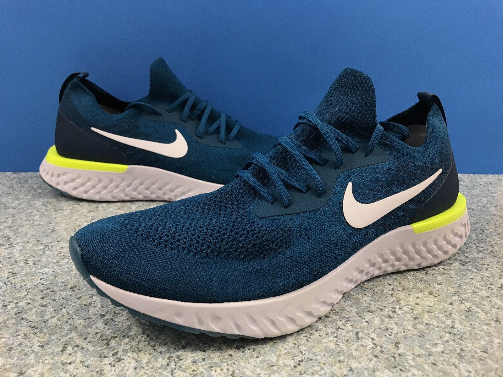 Nike Epic React Flyknit Green Abyss White bluee Force Sz 15 Men's AQ0067-302