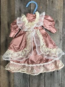 Antique-Vintage-Pink-Victorian-Doll-Dress-With-Lace-And-Chiffon-Trim-11-Inches