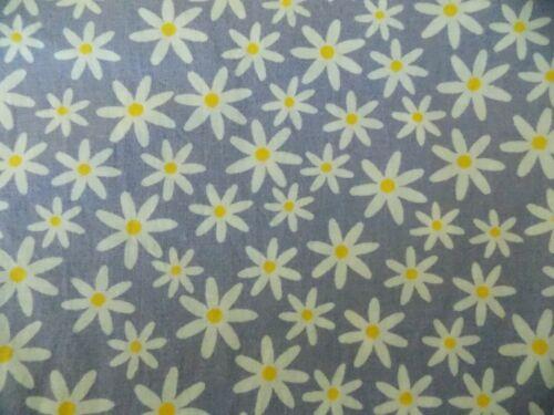 WTW Fabric Quilt Vintage Retro Floral Flower Mod Daisy Garden BTY Textile Arts