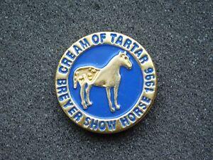 VINTAGE METAL PIN  1996 BREYER SHOW HORSE CREAM OF TARTAR