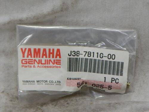 YAMAHA J38-7811G-00 BOLT COWL FITTING *NEW