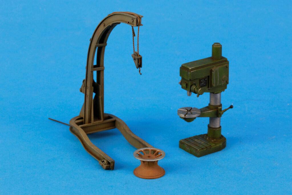 Verlinden Built 1 35 verkstad Drill Press and Crane Original visa VPBDiokrane