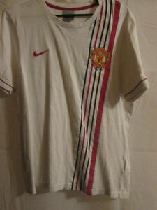 Manchester-United-2003-2005-Football-T-Shirt-Small-6203
