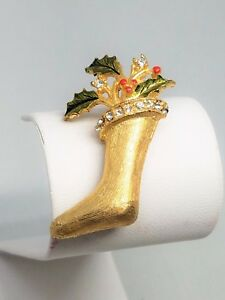 Christmas-Stocking-Pin-Gold-Tone-Green-Enamel-Red-Berries-and-Rhinestones-Vintag