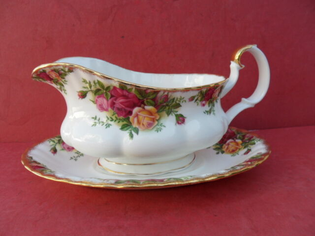 Royal Albert, Old Country Roses, Gravy Jug & Stand  1962 (b)