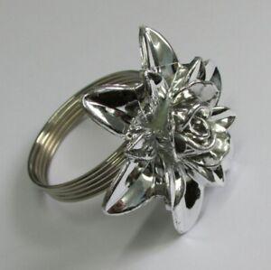4-Premier-Decorations-Christmas-Napkin-Rings-Silver-Colour-Flower-Design