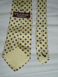 Jos-A-Bank-Clothiers-Silk-Yellow-Print-Necktie-Measures-58-034-L-X-3-25-034-W-Ships-Free