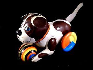 Distingué Jeu Jouet Mécanique Animal Chien Roues Balle Ballon Animé Tôle Lithographiée ExtrêMement Efficace Pour Conserver La Chaleur