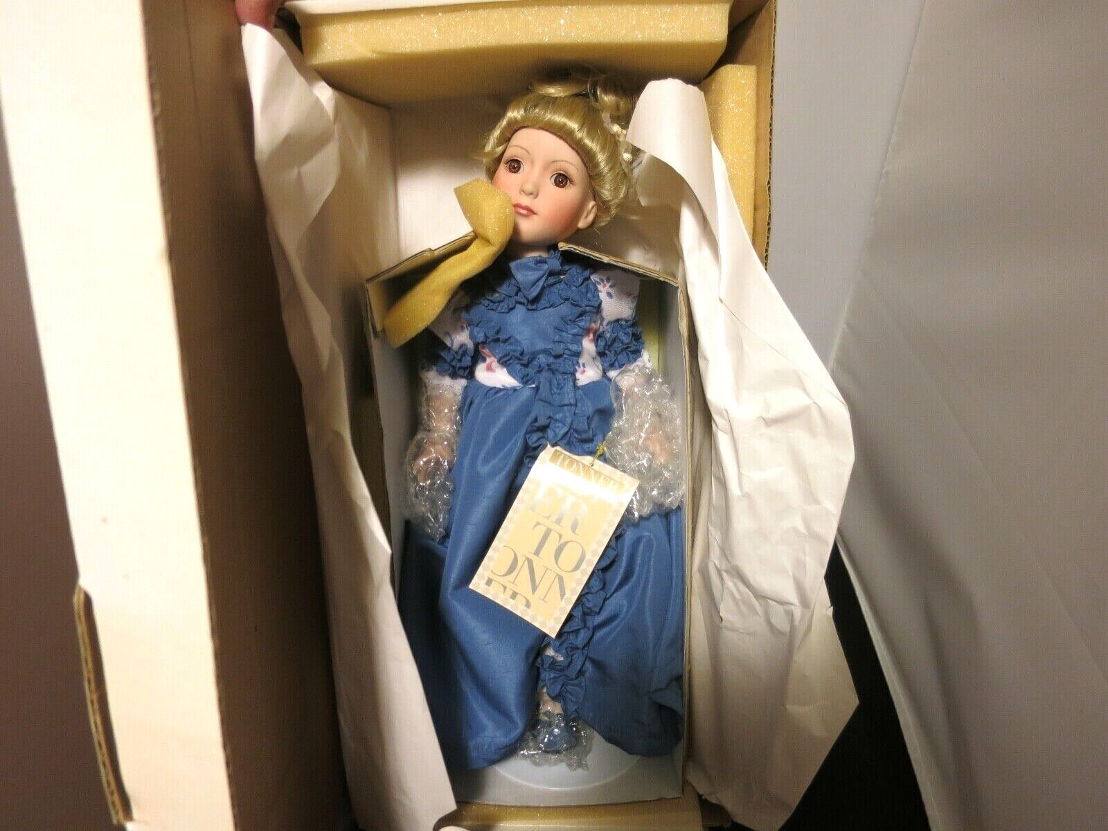 ROBERT TONNER ARIANA PORCELAIN DOLL 1999 UFDS 50TH ANNIVERSARY CONVENTION 15