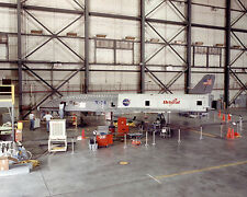 X-34 AIRCRAFT ON HANGAR FLOOR AT DRYDEN - 8X10 NASA PHOTO (ZZ-112)
