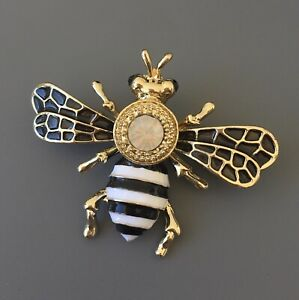 Bee-Brooch-in-enamel-on-metal-with-crystals