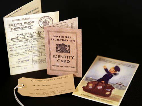 Cimeli anni 1940-Tempo di Guerra-Tessera di razionamento-ID Card-Label-cartolina progetti scolastici