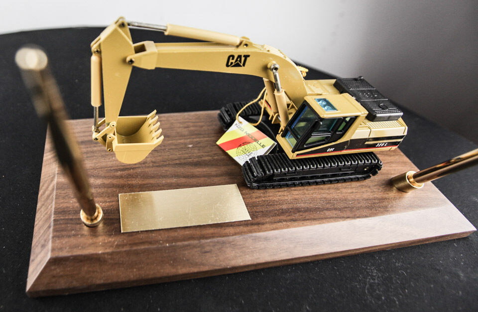 Caterpillar 325 L Pelle DIE CAST MODEL GERMANY NEUF RARE CAT NZG