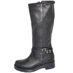 Stivali-donna-neri-in-vera-pelle-di-nappa-con-zip-aderenti-con-fondo-roccia-in-g