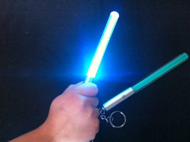 Tasche Starwars Star Wars Hell Säbel Blau Rot Schlüsselanhänger Taschenlampe