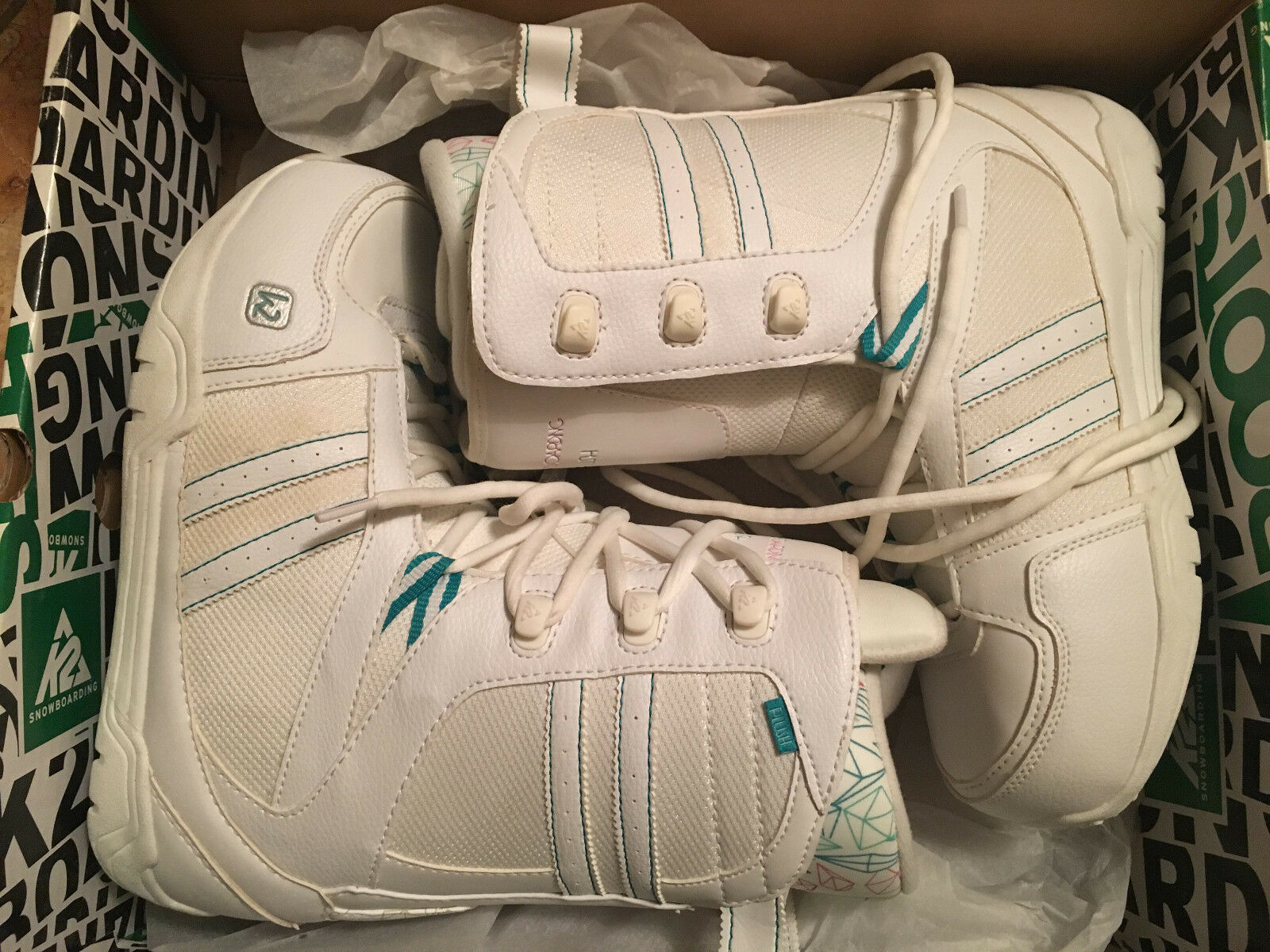 K2  WOMEN'S SNOWBOARDING BOOTS PLUSH COLOR WHITE SIZE 8  high discount