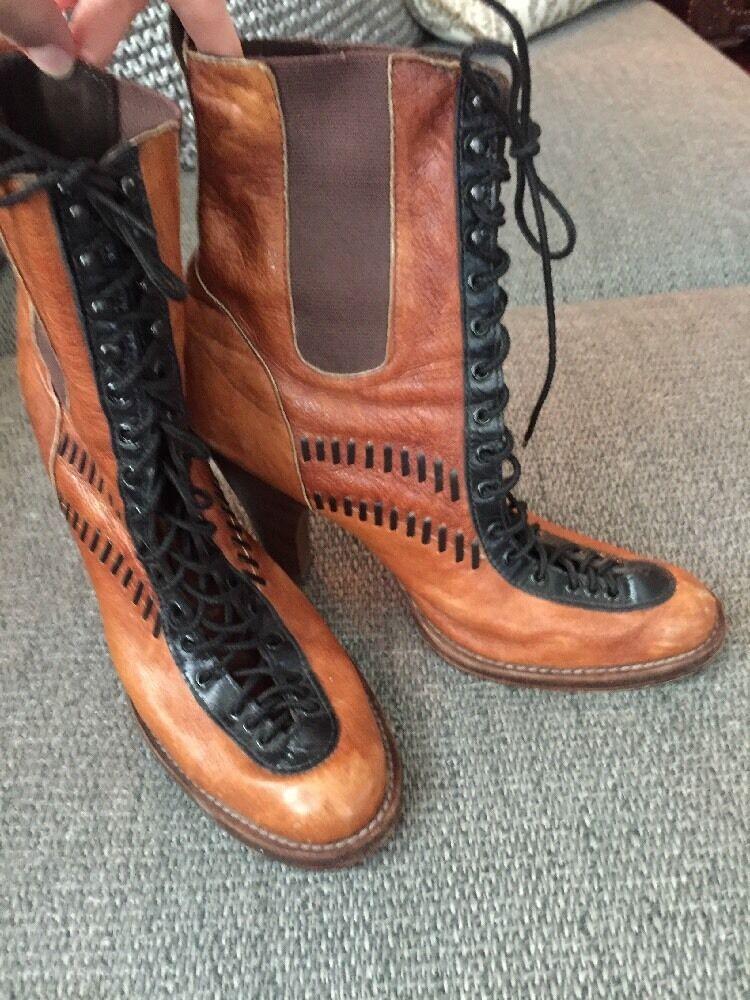 BECCA MOON BOOTIES- black/brown size 8.5 658