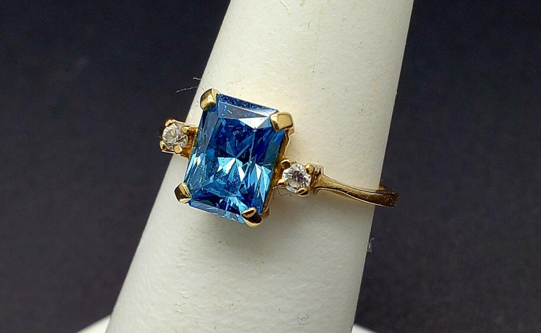 10K London bluee Topaz Ring Size 6 Yellow gold Fancy Emerald cut stone