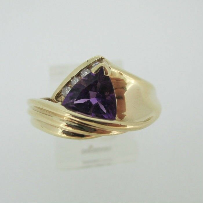 10k Yellow gold Trillion Cut Amethyst Ring Size 8 1 4