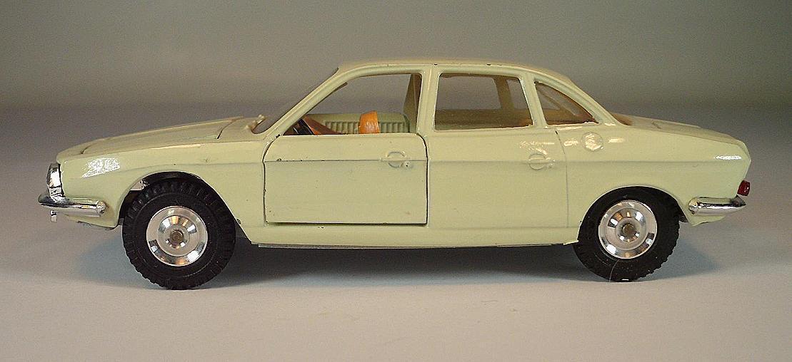 Gama Mini-Mod 1 43 NSU Ro 80 Berline jaunâtre Beige  6372