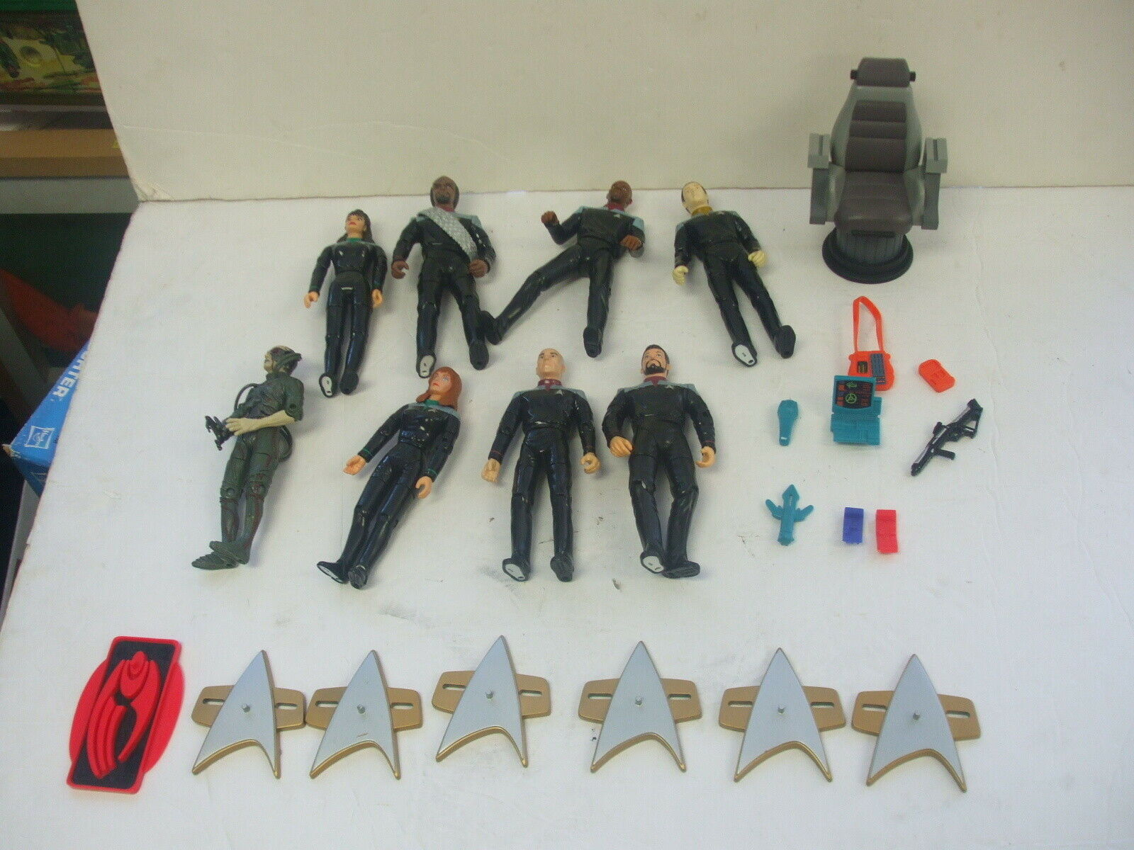 Masse of 8 Playmates Stern Trek First Contact Figures