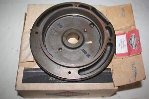 Briggs-amp-Stratton-Magneto-Flywheel-493911-492874-Models-104772-104777