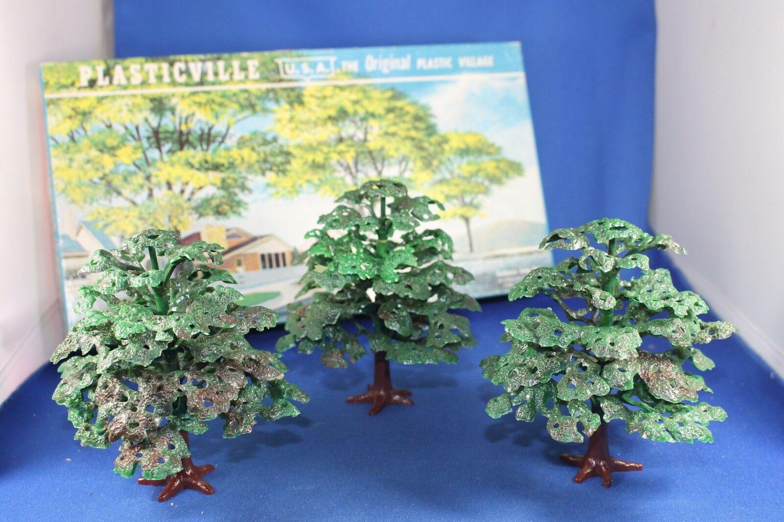 Plasticville - O S- Shade Trees - COMPLETE  - Very Good Condition