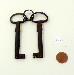 Coppia-chiavi-femmina-ferro-antica-039-800-old-iron-keys-vintage-a116