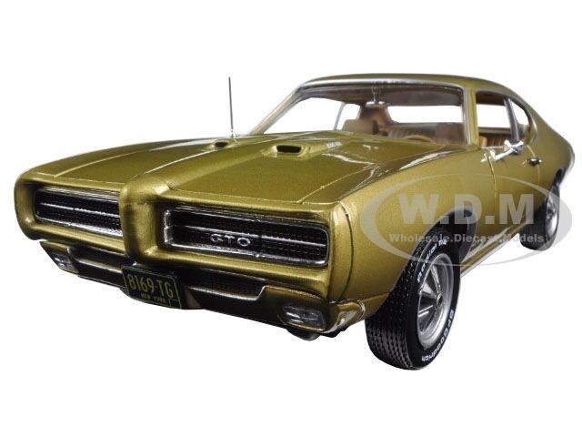 1969 PONTIAC GTO gold HEMMINGS MAGAZINE LTD 1002PCS 1 18 BY AUTOWORLD AMM1081