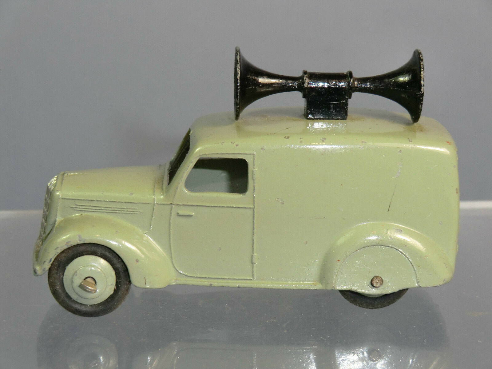 VINTAGE DINKY TOYS MODEL No.34c    LOUDSPEAKER VAN   GREY VERSION  23c3fa