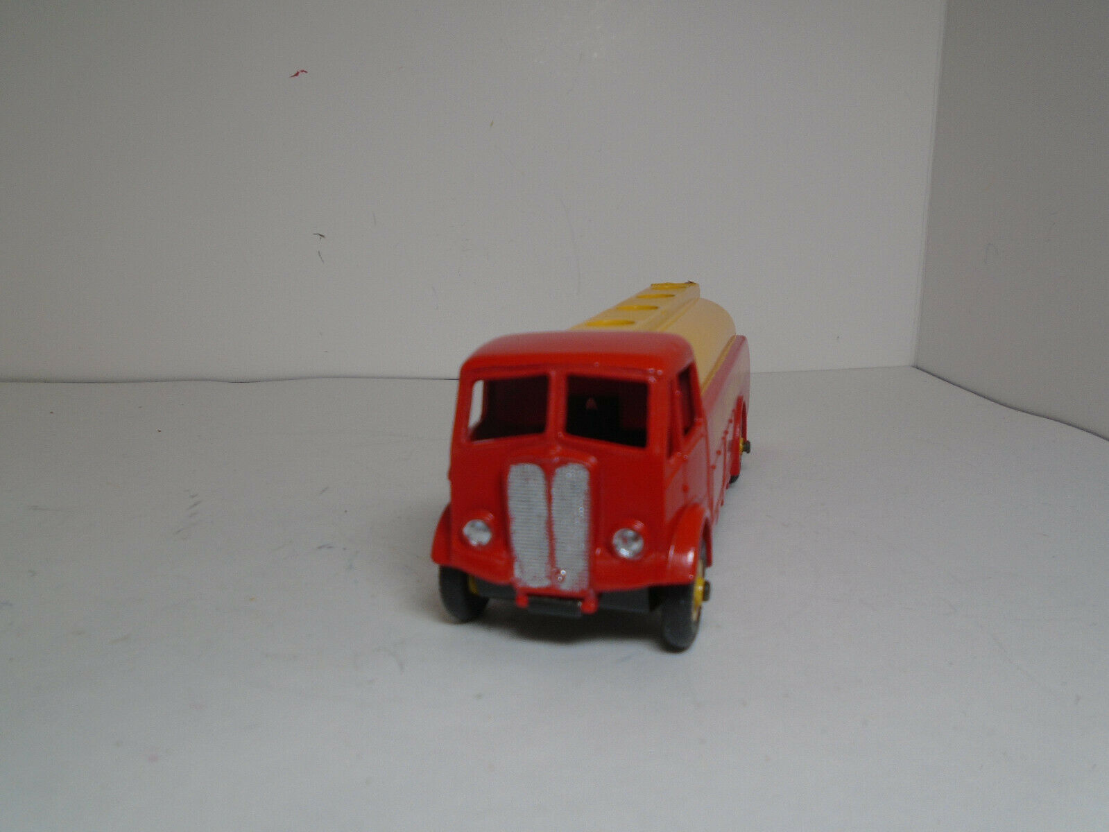 DINKY SUPERTOYS  591-G Shell A.E.C. Monarch Thompson TANKER restaurée excellente.