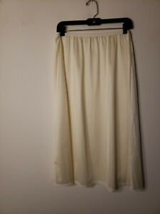 Vanity Fair Women's Half Slip Off White Size 28 XL 44 Vintage Unmentionables