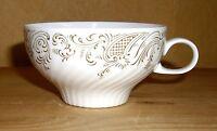 Tirschenreuth, Hutschenreuth 1 Teetasse, geriffeltes Porzellan, braunes Dekor