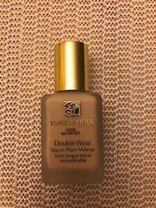 Estée Lauder Double Wear Stay In Place SPF10 Podkład dla kobiet 30 ml Odcień 1N1 Ivory Nude