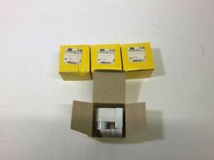 Hubbell Hbl2988 Lampholder White 660 W 1000V Lot Of 4