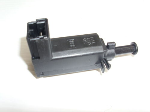 98 TO 04 LAND ROVER DISCOVERY 2 BRAKE LIGHT SWITCH NEW XKB100170